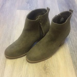 Old Navy Ankle Boots, 8